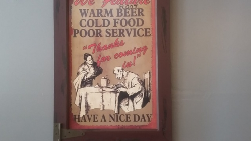 Varmt øl, koldt mad og dårlig service - Tak fordi du kom indenfor