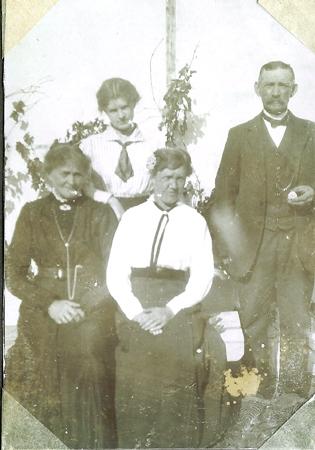 Oldemor, Oldefar, mormor og Metha