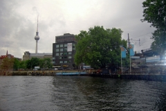 Fernsehturm set fra Spree