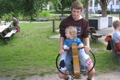 Onkel Niklas og Viggo leger