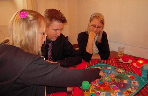 Sarah, Rasmus og Malene spiller