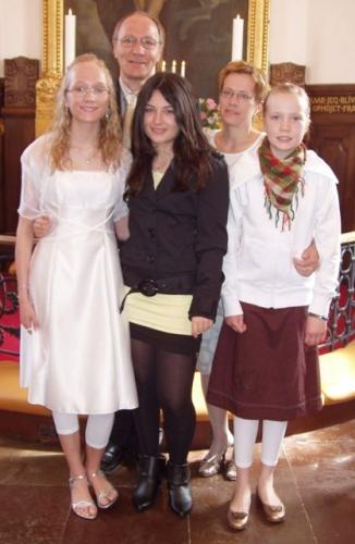 Sarah med VIcky, far, mor og Ida