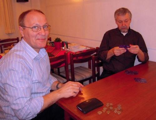Preben og Finn spiller kort