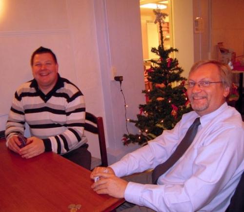 Roald og Mogens spiller kort