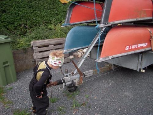 Viggo gør kanoer klar