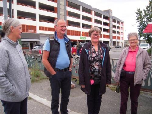 Anchorage - vi venter på bilerne