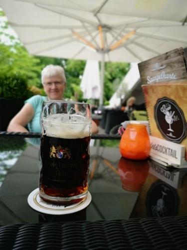 Den første øl nydes på Alexanderplatz