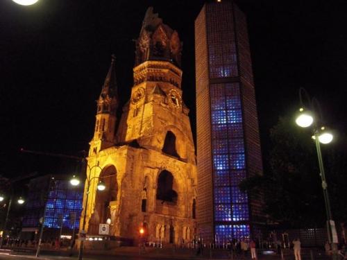 Gedäcknisch Kirche by night